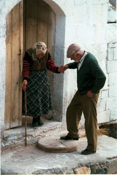 true love romance couples forever always cute Miguel Angel Garcia, Vieux Couples, Grow Old With Me, Growing Old Together, We Are The World, Chivalry, Helping Hands, Forever Love, Love Is All
