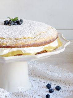 bolo de limão com curd de limão e chantilly