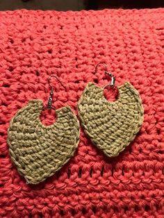 Tunisian Crochet earrings video tutorial by Jeanne Fabre.