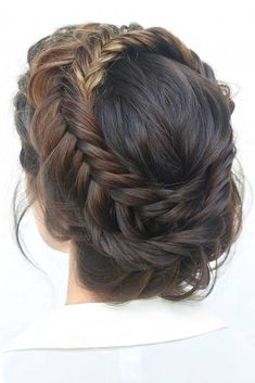 Braided prom hair updos may be considered in case you opt for a more classic style that reflects tender beauty. So, read on to learn what's in trend and pick the best hairstyle for the special occasion. #promhairstylesforlonghair #promhairstyles #promhair #homecominghairstyles