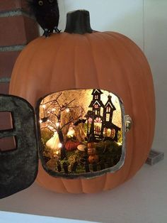 Pumpkin Diorama New Astonishing Trend To Decorate Your Pumpkins This Fall (diy projects Most Creative DIY Halloween Fairy Garden Design IdeasFun-Kin Pumpkin Diorama Source byHalloween Fairy Garden - Elegant Halloween Fairy Garden, Hallow Humour Halloween, Soirée Halloween, Adornos Halloween, Holidays Halloween, Halloween Treats, Vintage Halloween, Halloween Pumpkins, Halloween Drawings, Halloween Quotes