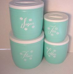 How cute are these vintage turquoise canisters? These were from the Stanley Hostess line of kitchen wares...