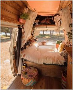 7 Hippie Bohemian Ideas For a Dreamy Van Life Van Life Ideas The van life is the car with the most amount of benefits that you can get your hands on. The van life is a dreamy van that has everything for everyone. Camping Vintage, Vintage Rv, Vintage Campers, Vintage Trailers, Vintage Travel, Camper Van Life, Vw Camper, Life Hacks, Life Tips