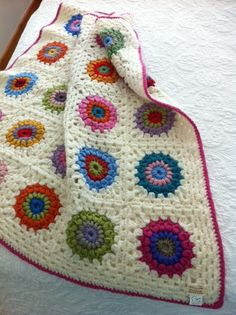 pretty crochet granny square blanket