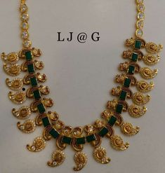 India Jewelry, Temple Jewellery, Gold Jewelry, Jewelery, Indian Jewellery Design, Jewelry Design, Diy Leather Earrings, Necklace Designs, Jewelry Collection