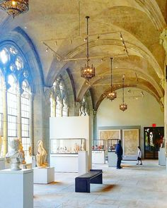 @YaleArtGallery's architecture is distinctively gothic like the rest of the university's grounds. It's also free to the public so do visit if you're in New Haven Connecticut! I enjoyed the special exhibition on Dadaism.  #yale #yaleuniversity #yaleuniversityartgallery #newhaven #newhavenct #CTvisit #artmuseum #taidemuseo #gothic #architecture #arkkitehtuuri #travel #matka #reissu #nordicnomads (via Instagram)