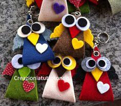 """Buona sera a tutte, quanto tempo passa da un post all'altro, bisogna rimediare subito. Eccovi dei portachiavi """"gufetto"""" li ho realizzati u... Cute Crafts, Felt Crafts, Diy And Crafts, Felt Fabric, Fabric Dolls, Graduation Crafts, Felt Owls, Fabric Ornaments, Sewing Projects For Kids"""