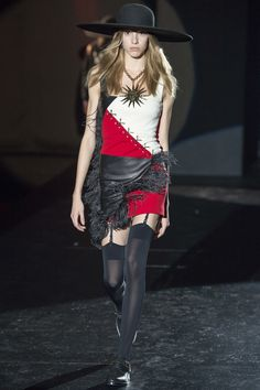 See the complete Fausto Puglisi Fall 2017 Ready-to-Wear collection.