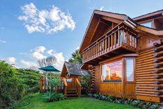 Abalone Lodges in Knysna is die ideale blyplek as jy die pragtige Tuinroete wil verken. Knysna, Lodges, Places To Visit, Cabin, Photo And Video, House Styles, Instagram, Videos, Photos