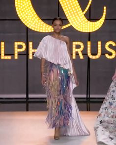 Blush pink asymmetrically draped one shoulder evening jumpsuit featuring a double satin sunray pleated top and chiffon trousers embellished with iridescent laminated fringing spring summer 2019 couture collection by ralph russo 66454 john charles Fashion 2020, Look Fashion, Runway Fashion, Spring Fashion, High Fashion, Fashion Show, Fashion Design, Party Fashion, Couture Mode