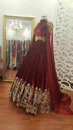 (a lot of fabric) - Urbanur Indian Gowns, Pakistani Dresses, Muslim Wedding Dresses, Prom Dresses, Pretty Dresses, Beautiful Dresses, Afghan Dresses, Fantasy Dress, Indian Designer Wear
