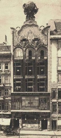 """""""Elhűlni egy látománytól"""": a Szervita téri volt Török-Bankház homlokzatának..."""