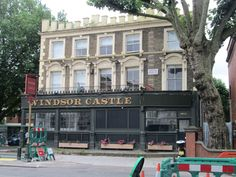 The site of Windsor Castle, a popular pub rock venue. The Bodysnatchers played their first gig here in November 1979 Old London, West London, Maida Vale, 1970s Childhood, London History, England, Pub Signs, Windsor Castle, Festivals