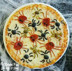 Try this fun spider pizza after your ghouls and goblins finish trick or treating!  |Recipe by: kitchen fun with my 3 sons