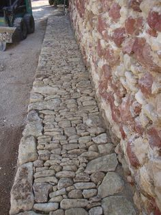 Brilliant concrete walkway molds - make sure you visit our commentary for more inspiring ideas! Outdoor Walkway, Concrete Walkway, Stone Walkway, Stone Path, Walkway Ideas, Masonry Work, Stone Masonry, Landscape Walls, Landscape Design