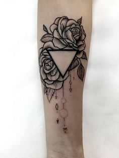geometric roses from guesting in HATUMOA tattoo Tábor (Czech)