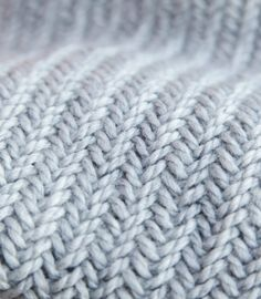 Herringbone Stitch is so pretty! Free Knitting Pattern for this Easy 1 Hour Herringbone Cowl