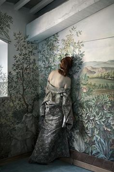 © Anja Niemi - The Woman Who Never Existed | 01-The-Flower-Room