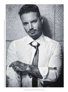 J Balvin para Esquire México por Omar Cruz Rihanna, Metallica, Spanish Men, Latino Men, Perfect Boy, Male Photography, Daddy Yankee, Trap, Dream Guy