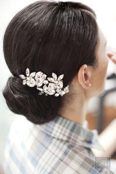 glitzy hairpiece. Mark Ingram.