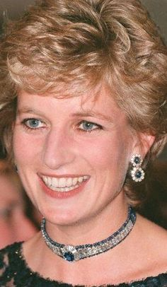 Royal Jewels of the World Message Board: Re: Diana& sapphire chokers Princess Diana Jewelry, Princess Diana Photos, Princess Diana Family, Royal Princess, Princess Of Wales, Lady Diana Spencer, Duchess Of Cornwall, Duchess Of Cambridge, Duchess Kate