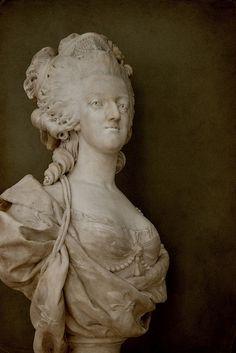 Marie-Antoinette. Louis-Simon Boizot's marvellous bust of the ill-fated queen (1781). Paris, Musée du Louvre.
