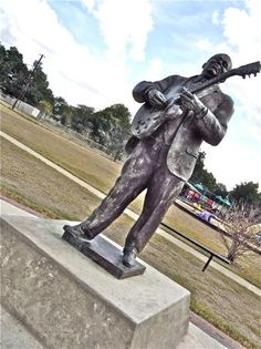 BB King (and Lucille) monument, Indianola, Mississippi