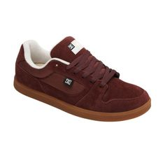 The Landau S offers classic skate shoe lines while capturing the board-feel of vulcanized rubber. The upper is made from heavy duty suede and the toe of SuperSuede. The shoe also offers vent holes for breathability, a foam padded tongue and collar for added comfort and support, performance cupsole and skate performance insole. The outsole is made from abrasion-resistant sticky rubber and the tread bears the classic herringbone pattern. Imported.