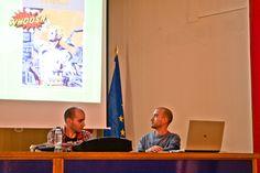 Emilio comienza la presentación. Foto: Lidia Fernández. #XIXSalónDelCómicGr #CEntreViñetas