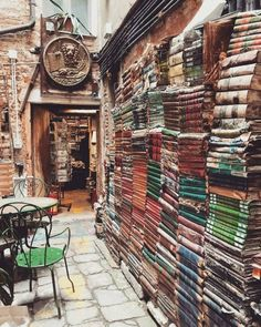 """""""Acqua Alta Library By Frizzo Luigi 📚📰Venice ~ Italy Congratulations . - """"Acqua Alta Library By Frizzo Luigi 📚📰Venice ~ Italy Congratulations THE DUSTY … – - Beautiful Library, Dream Library, Luigi, Beau Site, Reisen In Europa, Destination Voyage, Book Aesthetic, Aesthetic Rooms, Old Books"""