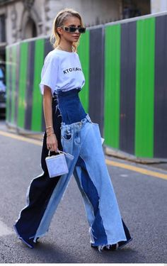 54 Charming Street Style Ideas You Can Copy idea that could help you produce an enjoyable party theme is encouraging your guests to opt for a costume that […] Fashion Jeans, Fashion Week, Look Fashion, Fashion Outfits, Fashion Design, Fashion Hacks, Fashion Clothes, Fashion Boots, High Fashion