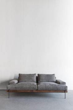 Tips That Help You Get The Best Leather Sofa Deal. Leather sofas and leather couch sets are available in a diversity of colors and styles. A leather couch is the ideal way to improve a space's design and th Plywood Furniture, Sofa Furniture, Living Room Furniture, Modern Furniture, Furniture Design, Furniture Stores, Antique Furniture, House Furniture, Modern Couch