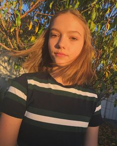 his is my stan her name is annie leblanc and she is from dance moms i love her what about u Hair Cut Lengths, Teen Shorts, Jayden Bartels, Forever 21 Girls, Short Brown Hair, New Girlfriend, Girl Haircuts, Lany, Dance Moms