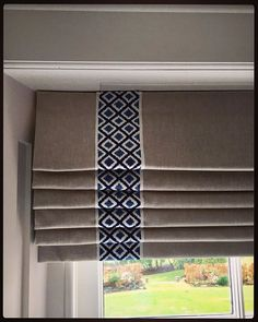 Simple linen blinds with the stylish addition of a braid. Roman blind fabric is … - - Simple linen blinds with the stylish addition of a braid. Roman blind fabric is Carnival Plain Lin. Store Bateau, Best Blinds, Roman Curtains, Drapery, Kitchen Blinds, Blinds Design, Pelmets, Fabric Blinds, Custom Drapes