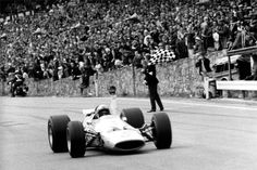 Bruce McLaren, McLaren-Ford M7A, 1968 Belgian GP, Spa-Francorchamps Bruce Mclaren, Mclaren F1, F1 Racing, Road Racing, Sport Cars, Race Cars, Motor Sport, Le Mans, Formula 1