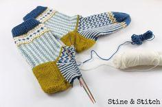 Knitting Patterns Socks Jacquard pattern and eyelash Knitting Charts, Knitting Socks, Hand Knitting, Knit Socks, Stine Und Stitch, Patterned Socks, Colorful Socks, My Socks, Knitting Accessories