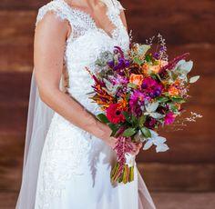 Buquê de noiva por Odeon Decorações. Lace Wedding, Wedding Dresses, Boho Chic, Fashion, Bouquet Wedding, Engagement, Bride Dresses, Moda, Bridal Gowns