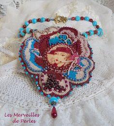 Sur une dentelle écru avec un cabochon des années 1900, Collier baroque Bel'Art,  un goût raffiné et la plus esthétique que l'on puisse rêver. Vous pouvez le voir sur : http://lesmerveillespat.canalblog.com/ http://www.alittlemarket.com/boutique/les_merveilles_de_perles-805099.html