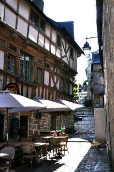 Auray, Bretagne by G.