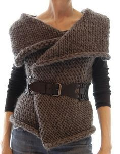 KNITTING PATTERN pdf Instructions to Make: Magnum Reversible Vest/Wrap Knit Pattern This is by far my most popular design to date. A simple knitting pattern for a versatile vest/wrap made of chunky weight yarn. Knit Vest Pattern, Wrap Pattern, Diy Fashion, Ideias Fashion, Super Bulky Yarn, Easy Knitting Patterns, Simple Knitting, Crochet Clothes, Pulls