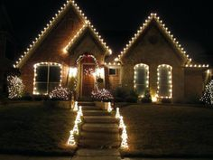 Outdoor Christmas Decoration Ideas of 2018 Get into the holiday spirit with outdoor Christmas decorations for your porch, deck, or your entire front yard. Here are some of the best outdoor christmas decoration ideas for upcoming christmas. Classy Christmas, Christmas Diy, Christmas Displays, Minimalist Christmas, Magical Christmas, Holiday Lights, Christmas Lights, Best Outdoor Christmas Decorations, Outdoor Decorations
