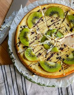 Looking for a stunning dessert to serve to your guest for an upcoming event? Maybe you're looking for a little something to bring back the beauty of summer. Kiwi and Cacao Cheesecake!