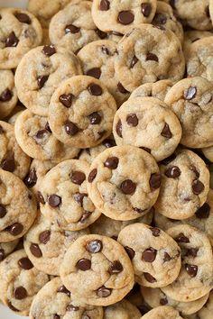 Chocolate Chip Cookie Bites - tiny little chocolate chip cookies. Make with your favorite cookie recipe using mini-chocolate chips! Yummy Treats, Sweet Treats, Yummy Food, Köstliche Desserts, Dessert Recipes, Dessert Blog, Bakery Recipes, Food Porn, Food Wallpaper