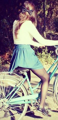 Vintage Style and A Bow:: spring Fashion:: Retro Style:: Vintage Fashion