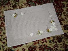 LOY HANDCRAFTS, TOWELS EMBROYDERED WITH SATIN RIBBON ROSES: TAPETE