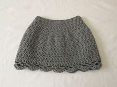This tutorial will show you how to crochet an easy lace edge skirt which can be made in any size from baby to adult. This skirt is suitable for beginners. Fo...