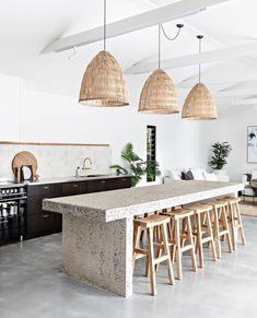 """Homes To Love on Instagram: """"A relaxed palette and natural textures make this coastal new-build on the NSW South Coast the ideal holiday stay.  Tap the link in our…"""" Ugly, Two Tone Kitchen, Mexico House, Interior Design Studio, Wake Me Up, New Builds, New Week, Natural Texture, Terrazzo"""