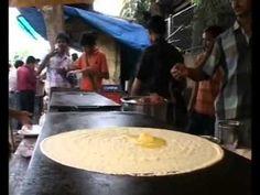 Indian South Indian Food Making Roadside. Namaste India, Mumbai Street Food, Indian Food Recipes, Ethnic Recipes, South Indian Food, Cooking Videos, Vegetarian Food, The Dish, Drink Recipes