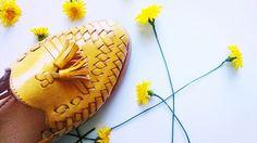 Sunshine - Rosário Amarilla. #handcraftedshoes #yellowflowers