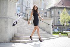 dopasowana czarna sukienka